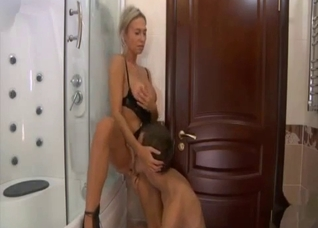 Older sister gives me a very nice blowjob